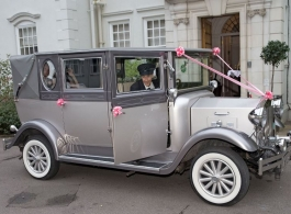 Vintage wedding car for hire in Reading